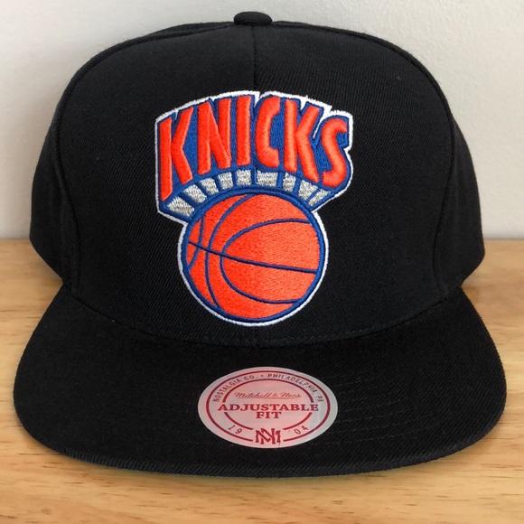 brand new fd35a 8b95b Mitchell   Ness NBA New York Knicks Hat